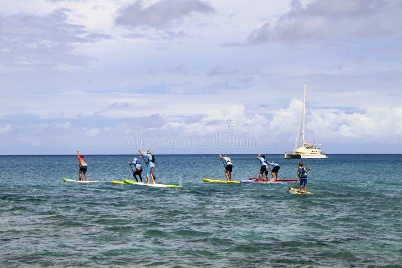 Stoi up paddle deski rasy na USA Dziewiczych wyspach zdjęcia stock