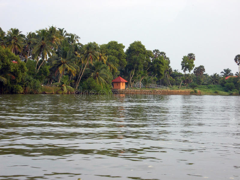 Stojące wody Kerala z małą budą zdjęcie stock