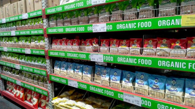Stojak lub półka żywność organiczna rzeczy W Super sklepie fotografia royalty free