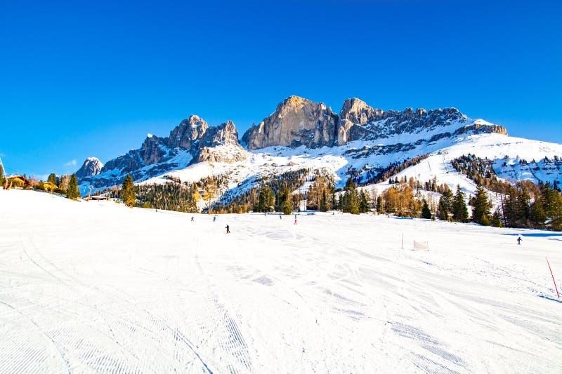 Stoki narciarskie w górach Dolomites, ośrodek Carezza, Włochy zdjęcie royalty free