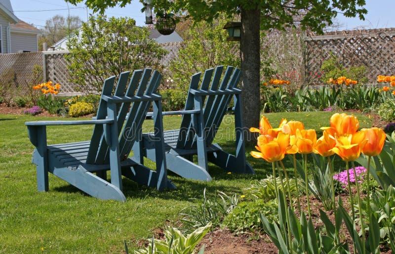 stolar arbeta i trädgården springtime royaltyfri fotografi