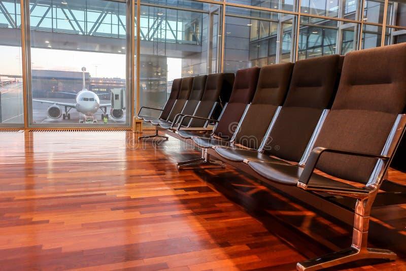 Stolar/väntande rum i Arlanda flygplatsterminal royaltyfri fotografi