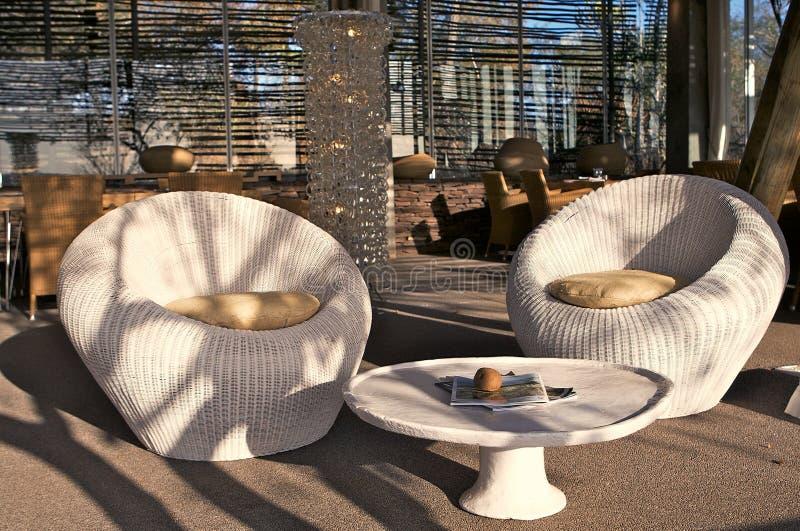 stolar varar slö utomhus- royaltyfri bild