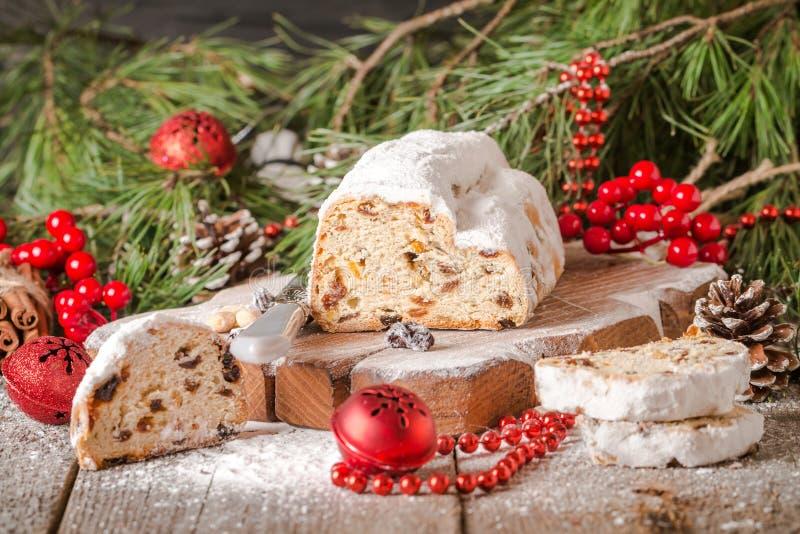 Stollen 传统德国圣诞节蛋糕 免版税库存图片