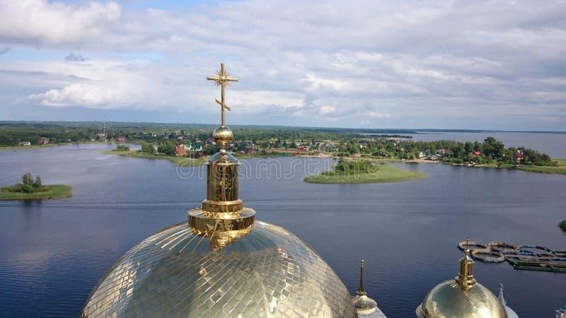 stolobensky klosternilo Den Nilo-Stolobensky kloster lokaliseras i den Tver regionen, på sjön Seliger, Ryssland fotografering för bildbyråer