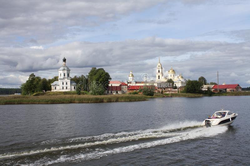 Stolobny ö, Nilov kloster, Seliger sjö i Ryssland arkivfoton