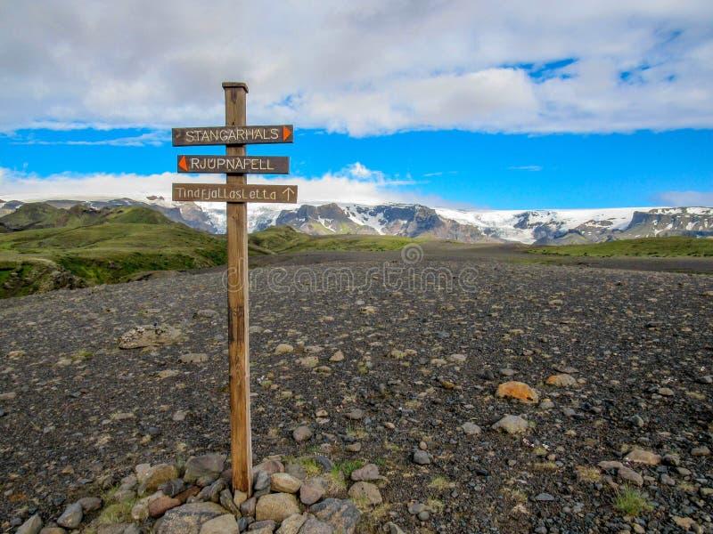 Stolpe för tecken Laugavegur för fotvandra slinga, Island royaltyfria bilder