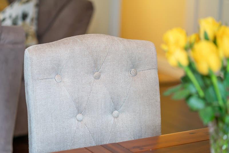 Stolstolens närhet i ett matrum arkivbild