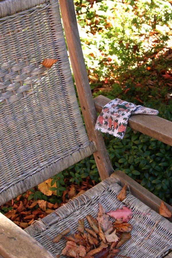 Download Stolsträdgård arkivfoto. Bild av leaves, solsken, fritid - 508792