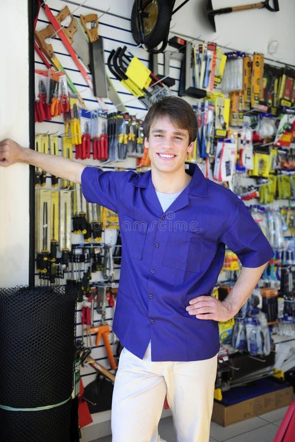 Stolzer Inhaber einer Gebäudemitte stockfoto