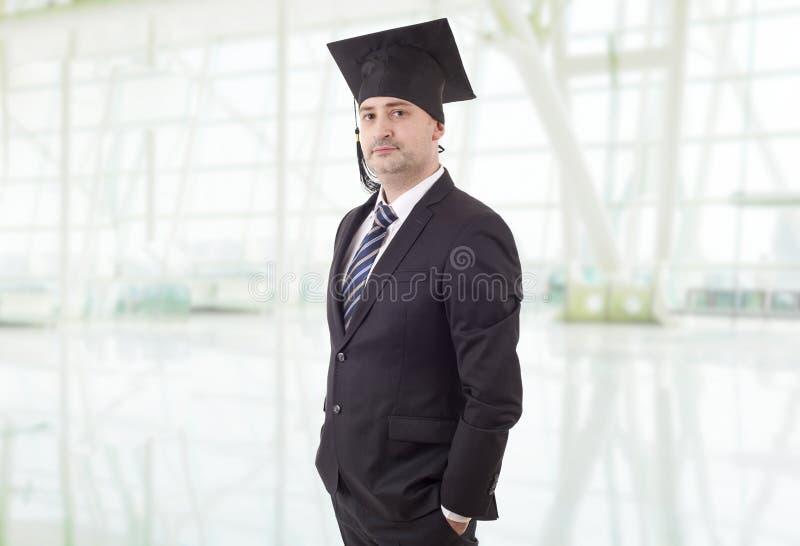 Stolzer männlicher Collegeprofessor stockfoto
