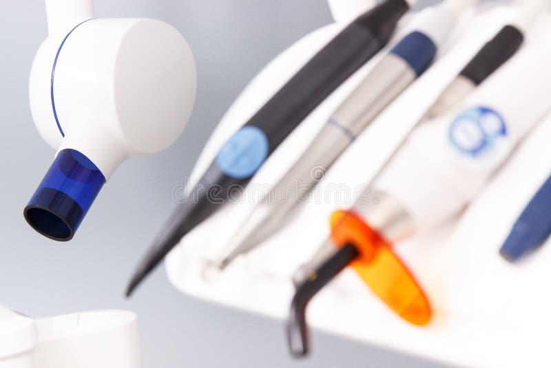 Stomatologiczna promieniowanie rentgenowskie maszyna, instrumenty i narzędzia używać dentystami w stomatology biurze, zdjęcia royalty free