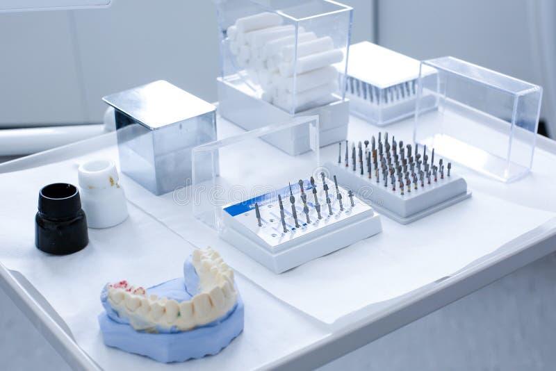 Stomatologiczny ceramiczny przygotowanie zestaw zdjęcie royalty free