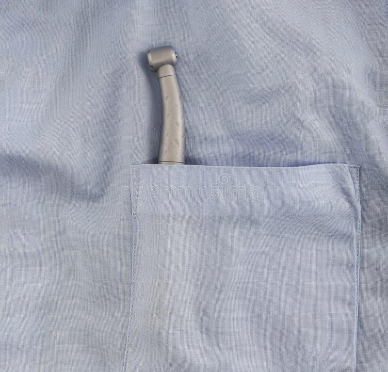 Stomatologiczny instrument dla inspekci oralny zagłębienie w piersi blisko błękitnego żakieta pergaminu zdjęcia stock