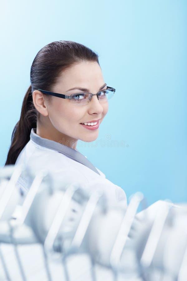 stomatologist royaltyfria bilder