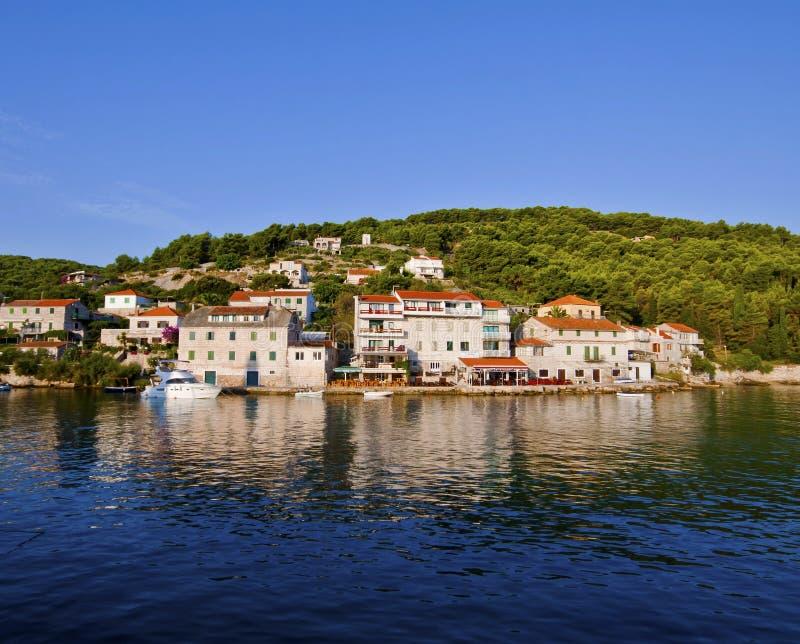 Stomorska, Chorwacja Panoramiczny widok od zatoki zdjęcia stock