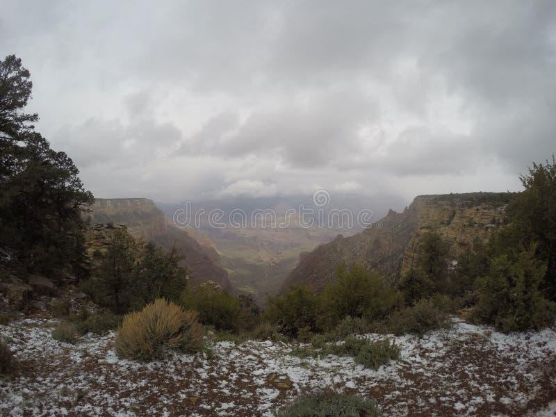 Stomy Day avec la neige chez Grand Canyon image stock