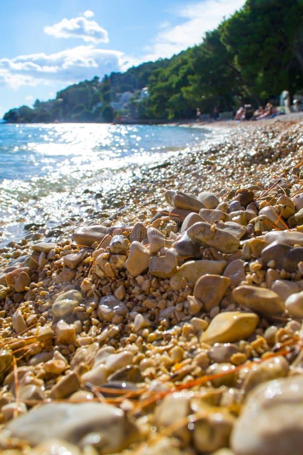 Stone στην παραλία Drvenik το καλοκαίρι στοκ εικόνα με δικαίωμα ελεύθερης χρήσης