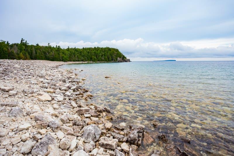 Stone Beach, Halway Log Dump, Parc national de la péninsule Bruce image libre de droits