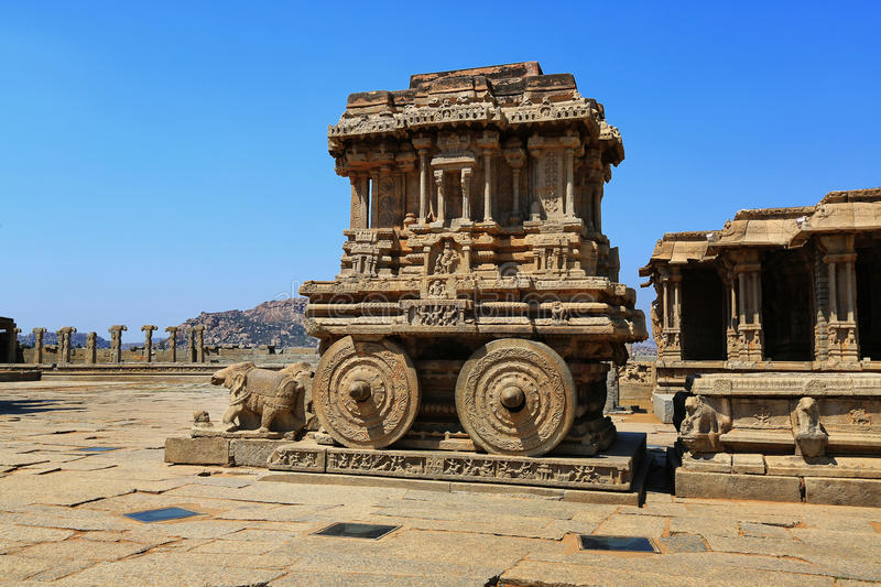 Stone chariot in courtyard of Vittala Temple in Hampi stock image
