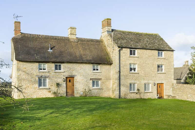 Stone cottage exterior UK royaltyfri bild