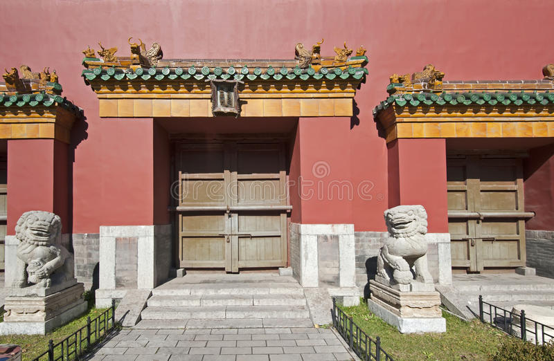 Stone lions and gates. To the Shenyang Imperial Palace complex. Forbiden City in Shenyang, Liaoning province, China stock images