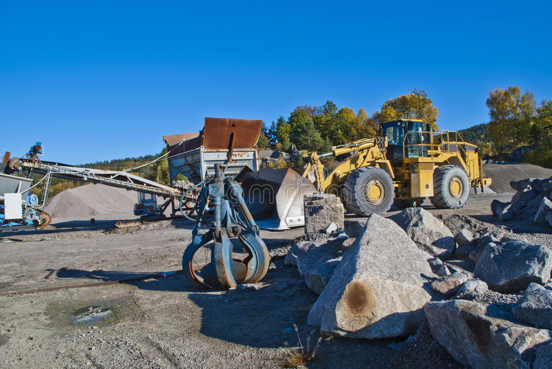 Stone pinch and wheel loads on brekke quarries. Brekke quarries is a company in Halden engaged in extraction of gravel, sand pits and mining of clays and kaolin stock images