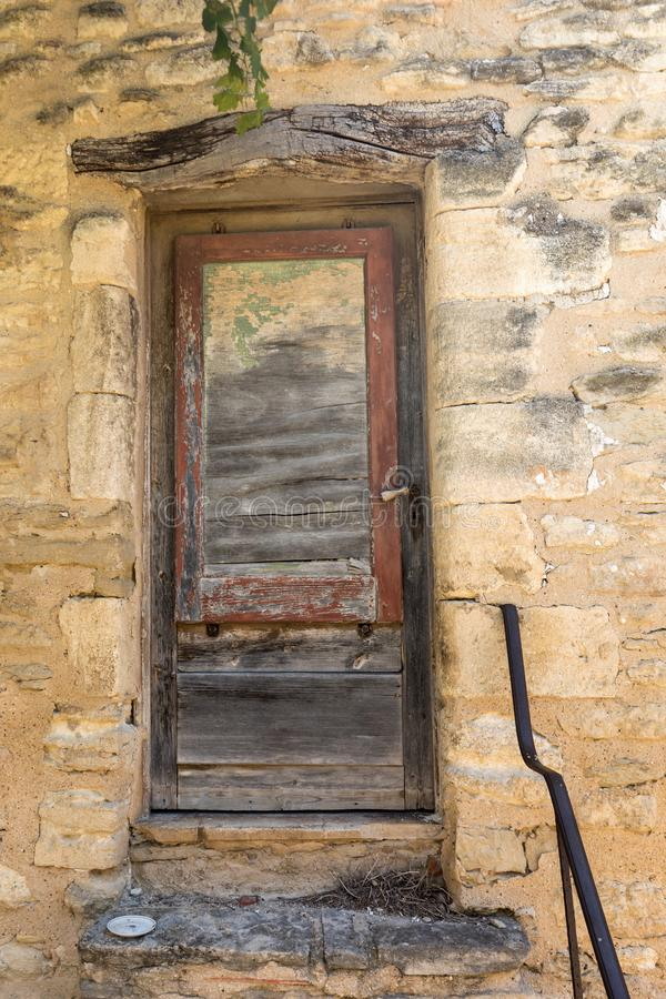Stone stairs and old door in alley of the medieval village Gordes, Vaucluse, Provence-Alpes-Côte d`Azur, Provence, stock image