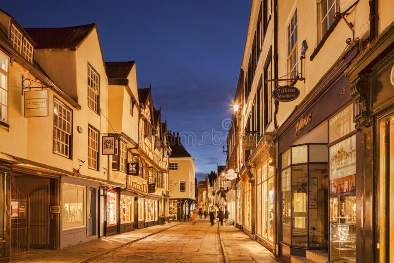Stonegate, York, en el crepúsculo imagenes de archivo