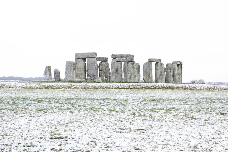 Stonehenge το χειμώνα με το χιόνι στοκ φωτογραφίες