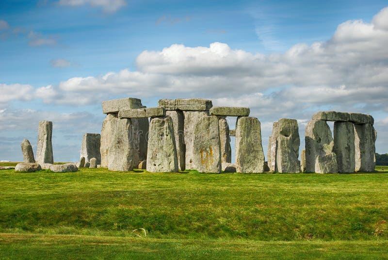 Stonehenge avec le ciel bleu image stock