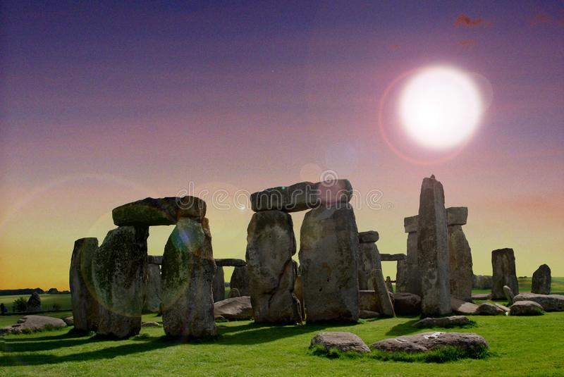 Stonehenge is a megalithic monument type cromlech, from the late Neolithic. Stonehenge `, comes to mind the image of a stone circle that rises, alone, on the stock photo