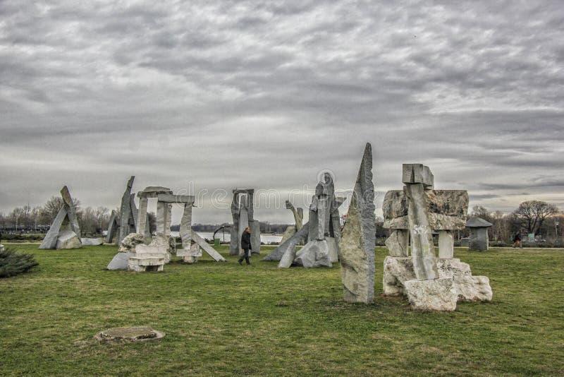 Stonehenge em Ada Ciganlija, Belgrado imagem de stock