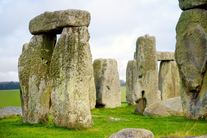 Stonehenge en av underna av världen och denbekanta förhistoriska monumentet i Europa som lokaliseras i Wiltshire, England arkivbild