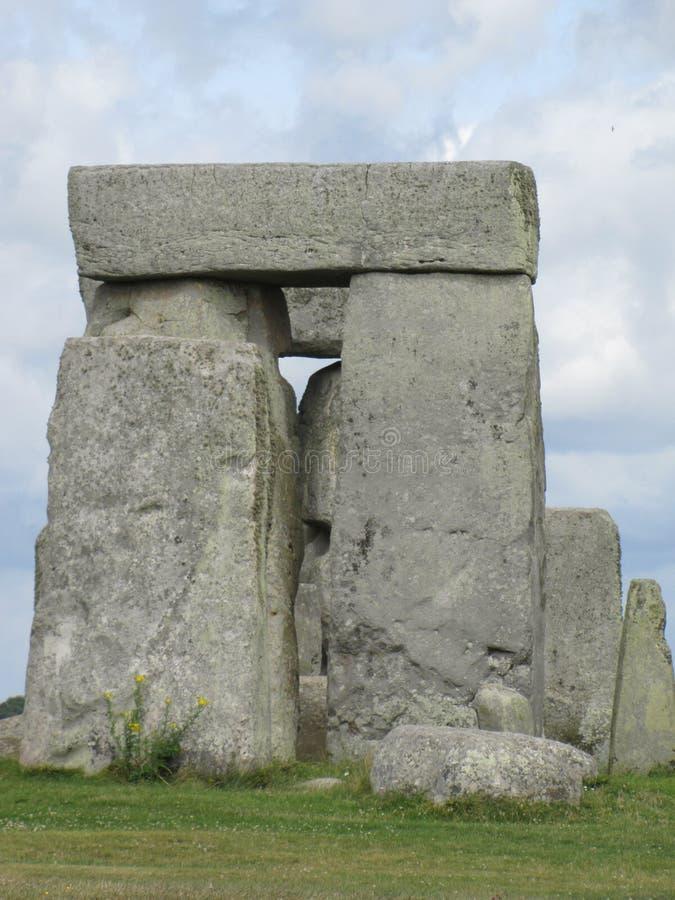 Stonehenge --en förhistorisk anseendestenmonument som lokaliseras i England arkivfoton