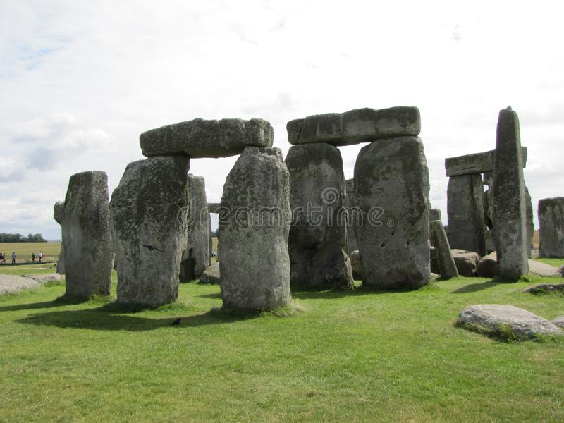 Stonehenge --en förhistorisk anseendestenmonument som lokaliseras i England arkivbilder