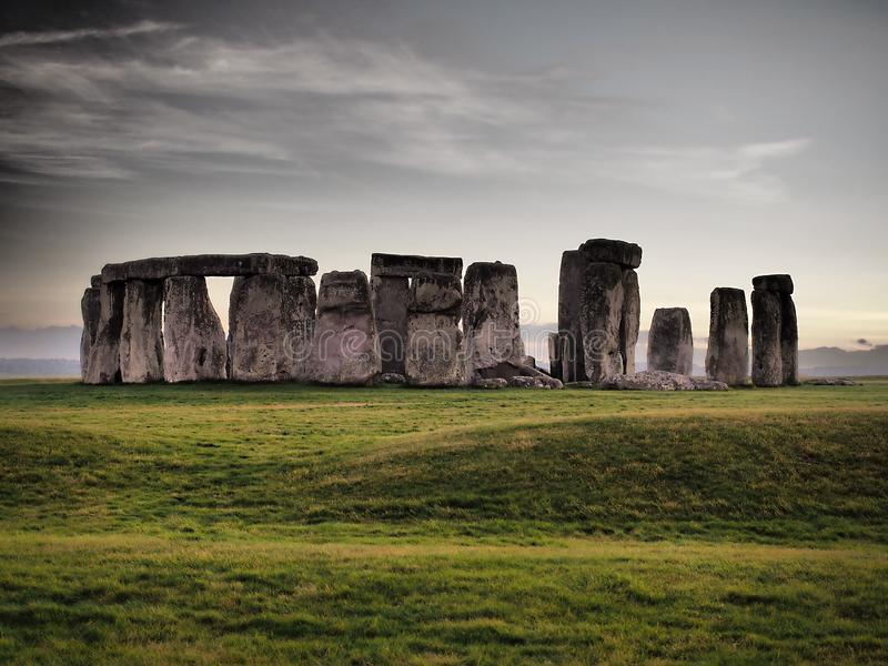 Stonehenge - f?rhistorisk monument f?r ENGELSKT arv royaltyfri bild