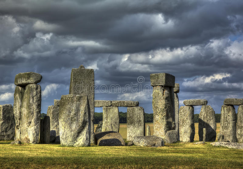 Stonehenge i sammankomststorm arkivfoto