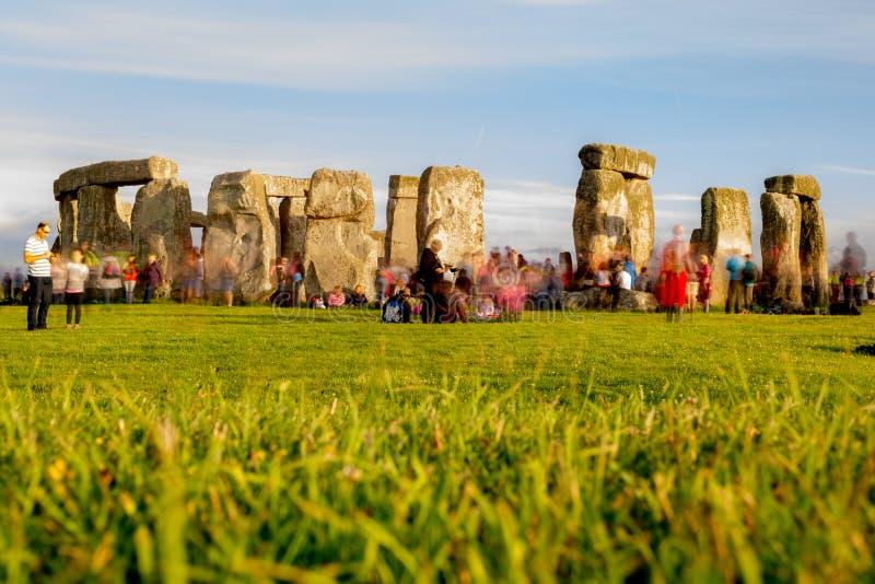 Stonehenge la víspera del solsticio de verano imágenes de archivo libres de regalías