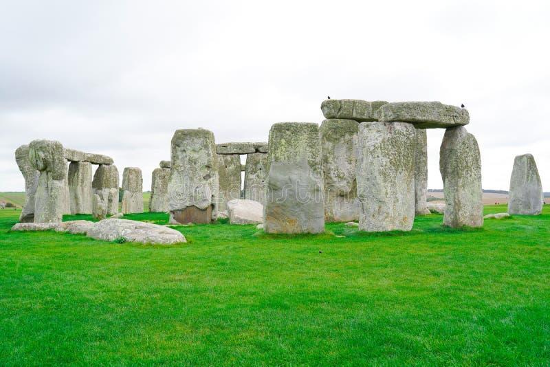 Stonehenge mit Blue Sky im Hintergrund in England stockbilder