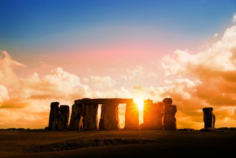 Stonehenge no por do sol Reino Unido imagens de stock