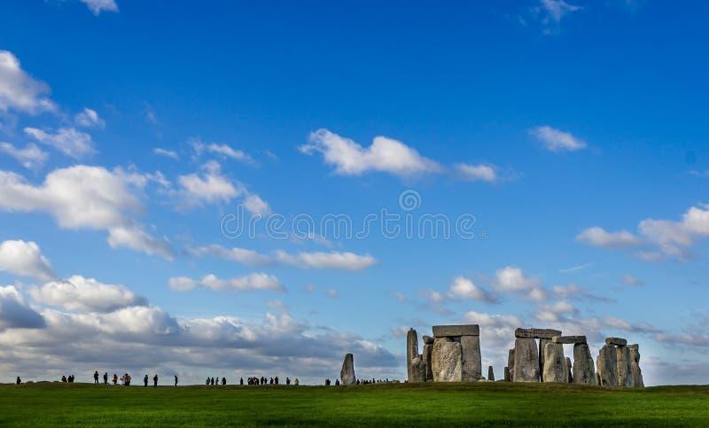 Stonehenge pod dużym niebem przy Stonehenge, Wiltshire, UK obraz royalty free