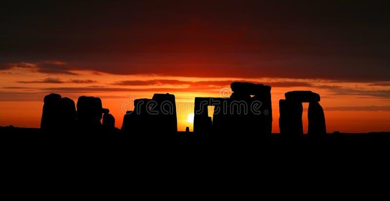 Stonehenge am Sonnenaufgang stockfotos