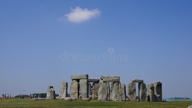 Stonehenge stenar med molnet royaltyfria foton