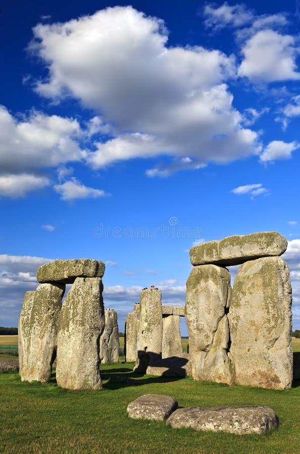 Stonehenge um monumento de pedra pré-histórico antigo perto de Salisbúria, Wiltshire, Reino Unido. Foi construído em qualquer luga fotos de stock royalty free