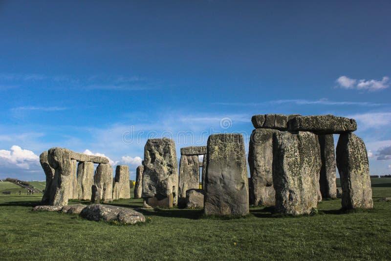 Stonehenge under fördärvar UK royaltyfri fotografi