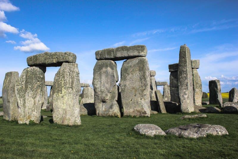 Stonehenge under fördärvar UK arkivfoton