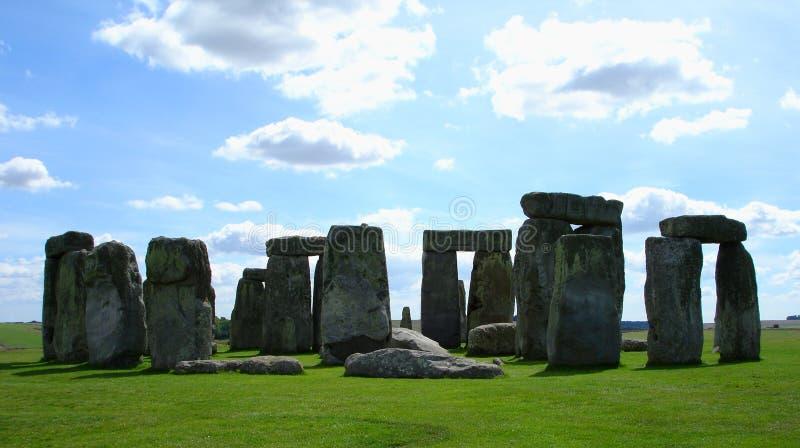 Stonehenge in Wolken en Eenzaamheid stock afbeeldingen