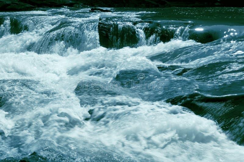 Stonowanych gwałtownych burzowa rzeka obraz royalty free