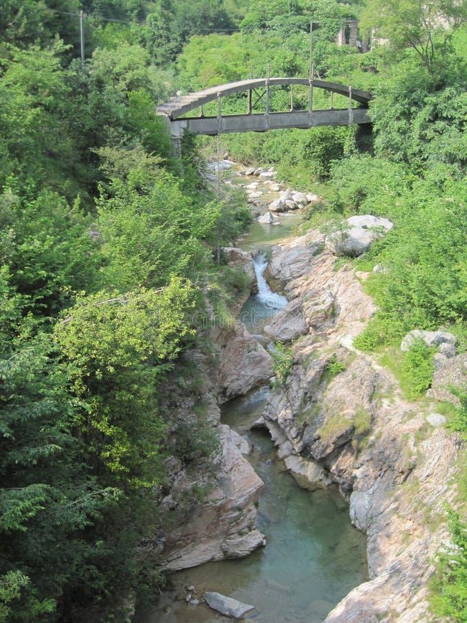 Stony Creek com ponte imagens de stock